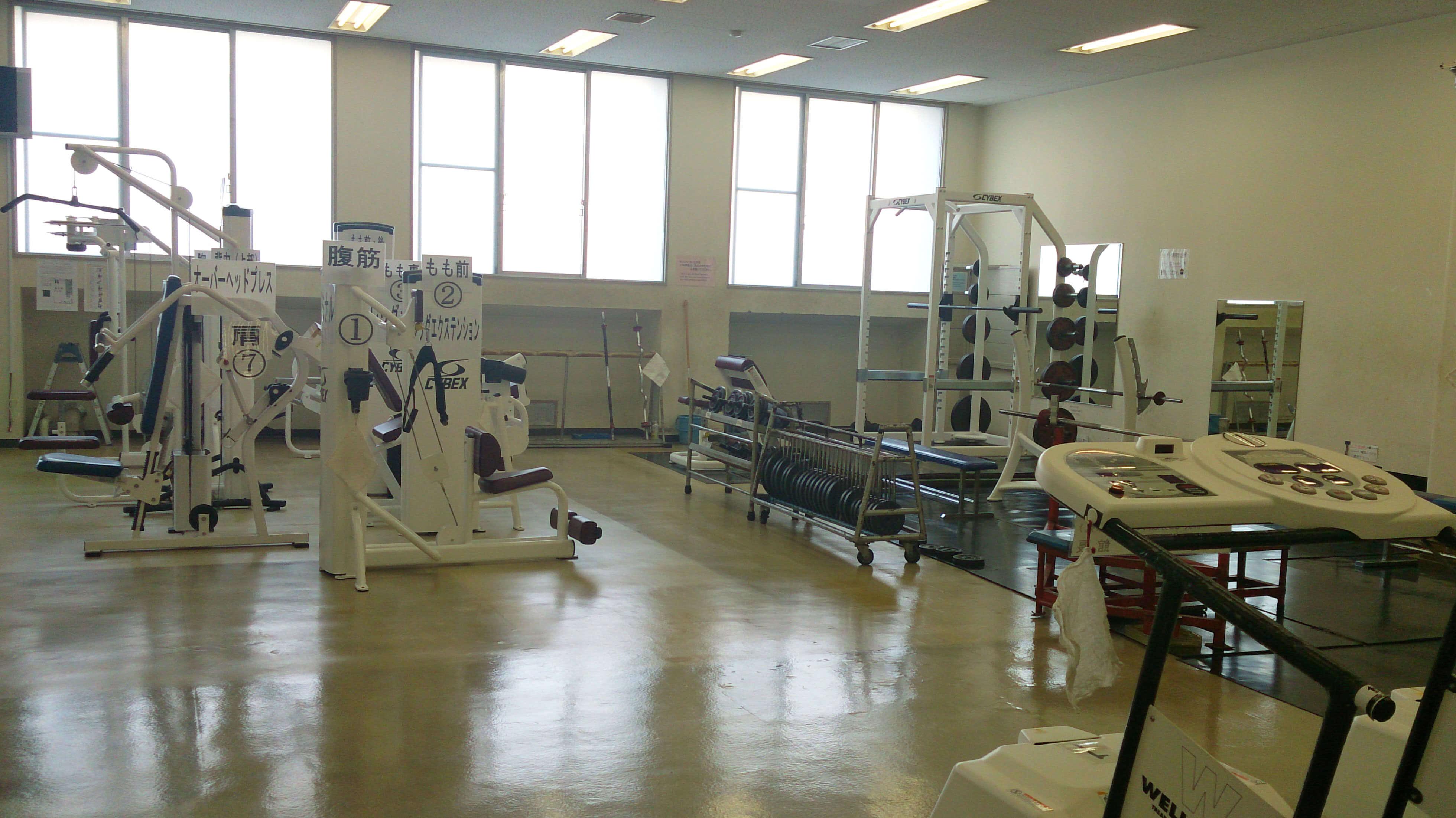 福祉体育館 トレーニングマシン